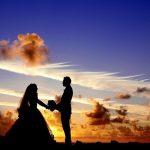 Esküvő a naplementében